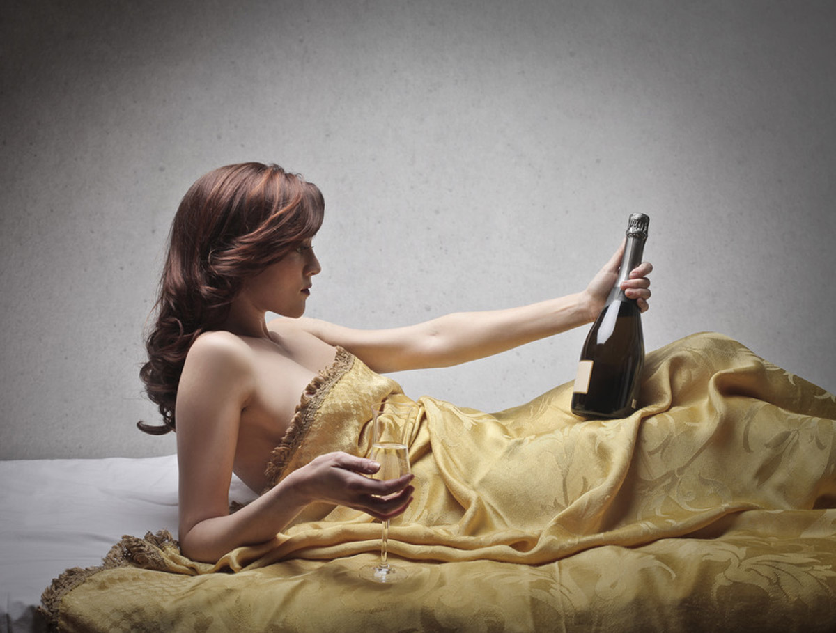 Good news! Drinking wine before bedtime can help you lose weight.