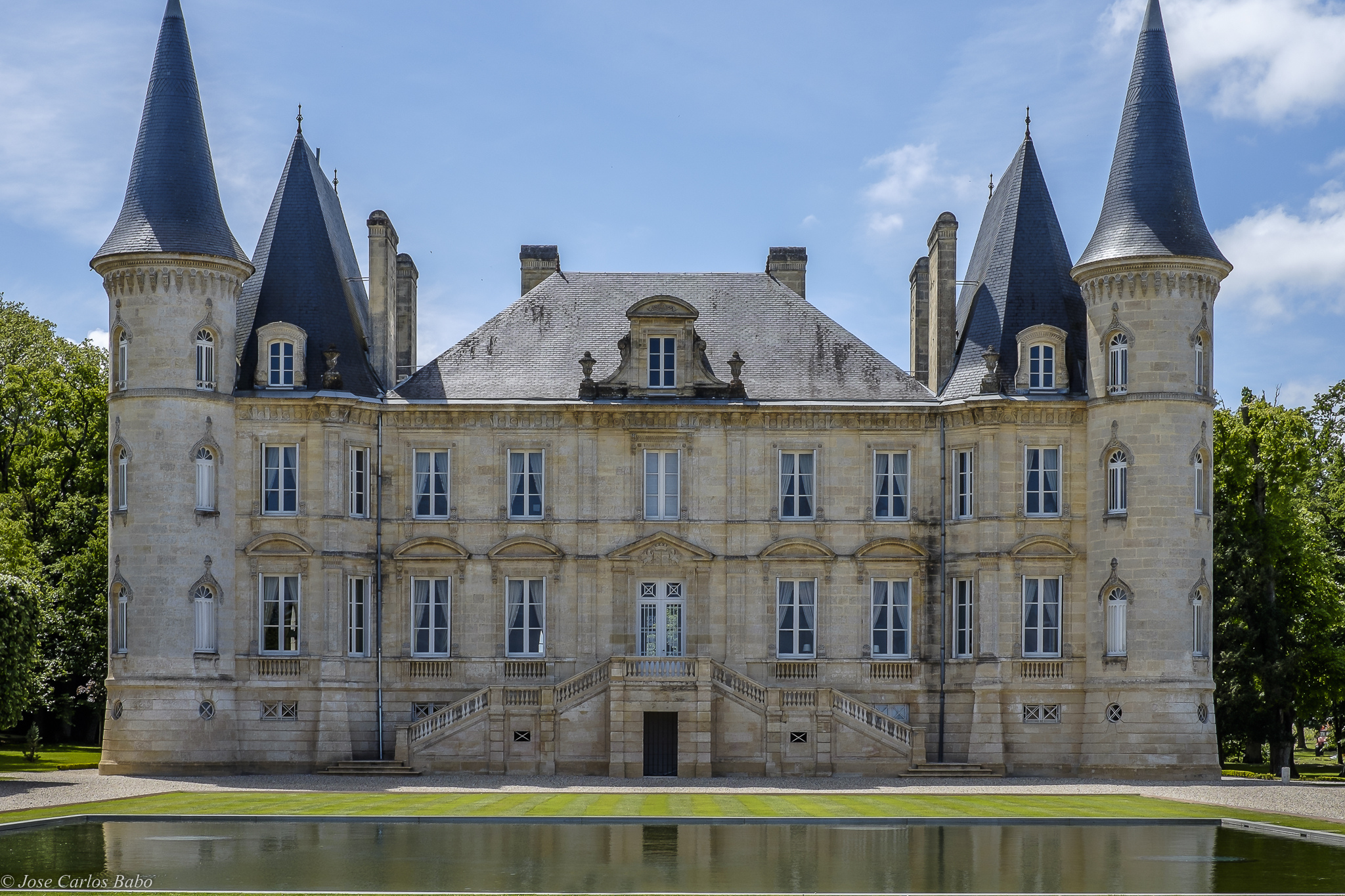 A Quick Guide To Understanding Bordeaux: Left Bank vs Right Bank