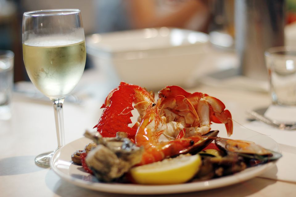 What wine to drink with lobster