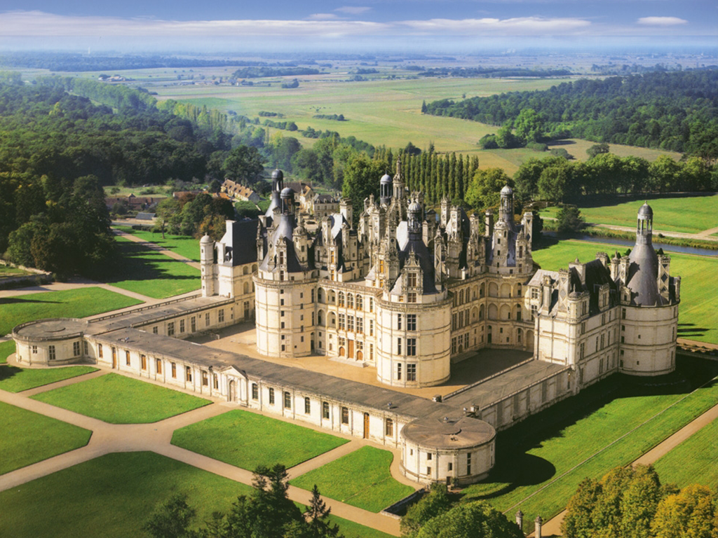 royal-loire-valley-blois-cheverny-and-chambord-loire-valley-day-tours-chateaux-wines-tuesday-friday